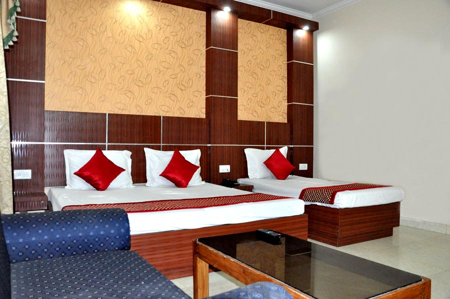 http://hoteljagdishresidency.in/wp-content/uploads/2016/02/family_suite-s.jpg