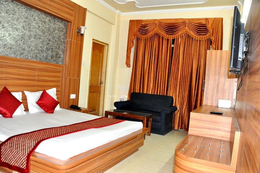 http://hoteljagdishresidency.in/wp-content/uploads/2016/02/room-sdlx-s-1.jpg