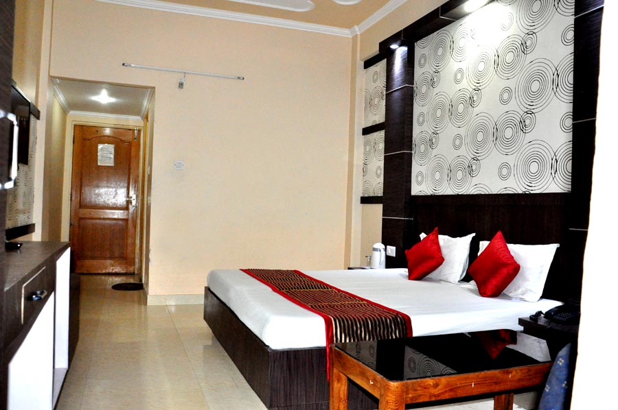 http://hoteljagdishresidency.in/wp-content/uploads/2016/02/room-sdlx1-s.jpg
